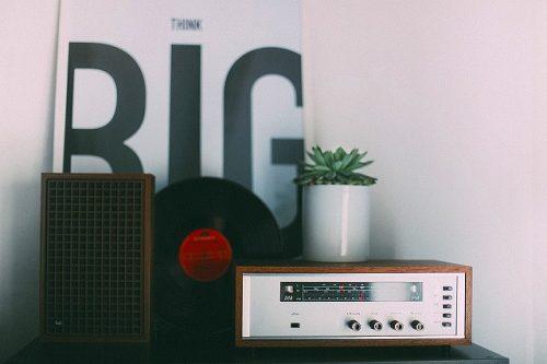 犬の留守番のラジオの画像