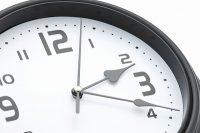 犬の留守番の時計の画像